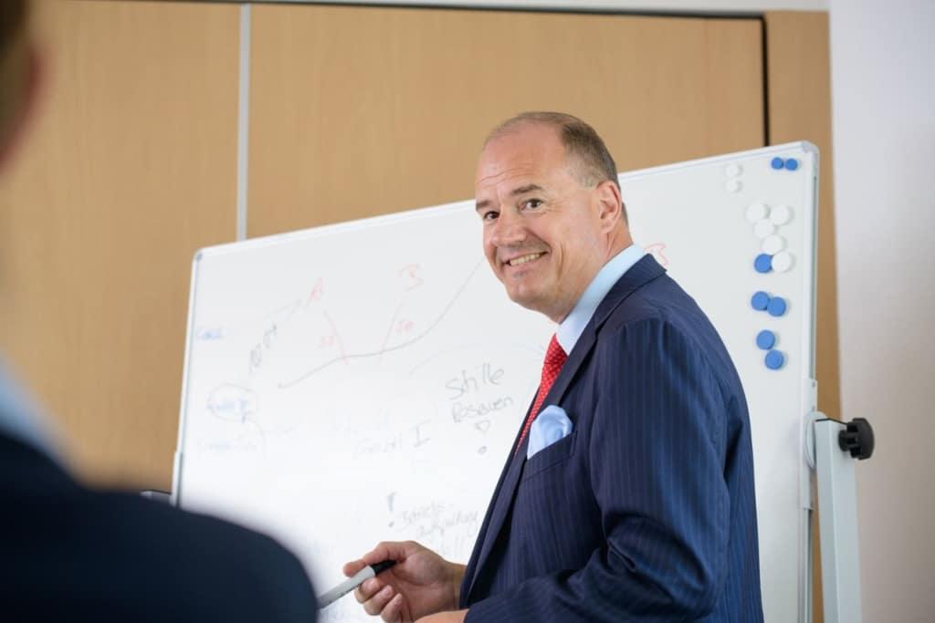 Ihr Steuerberater in Frankfurt und Weinheim: Michael Schiele, Steuerberater, Fachberater für Unternehmensnachfolge (DStV e.V.) hilft Ihnen bei der Planung von Investition und Finanzierung